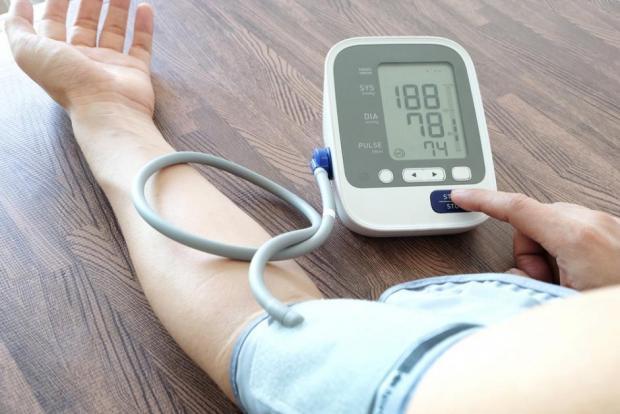 hogyan lehet megkülönböztetni a magas vérnyomást a vd-től pontok a test magas vérnyomásán