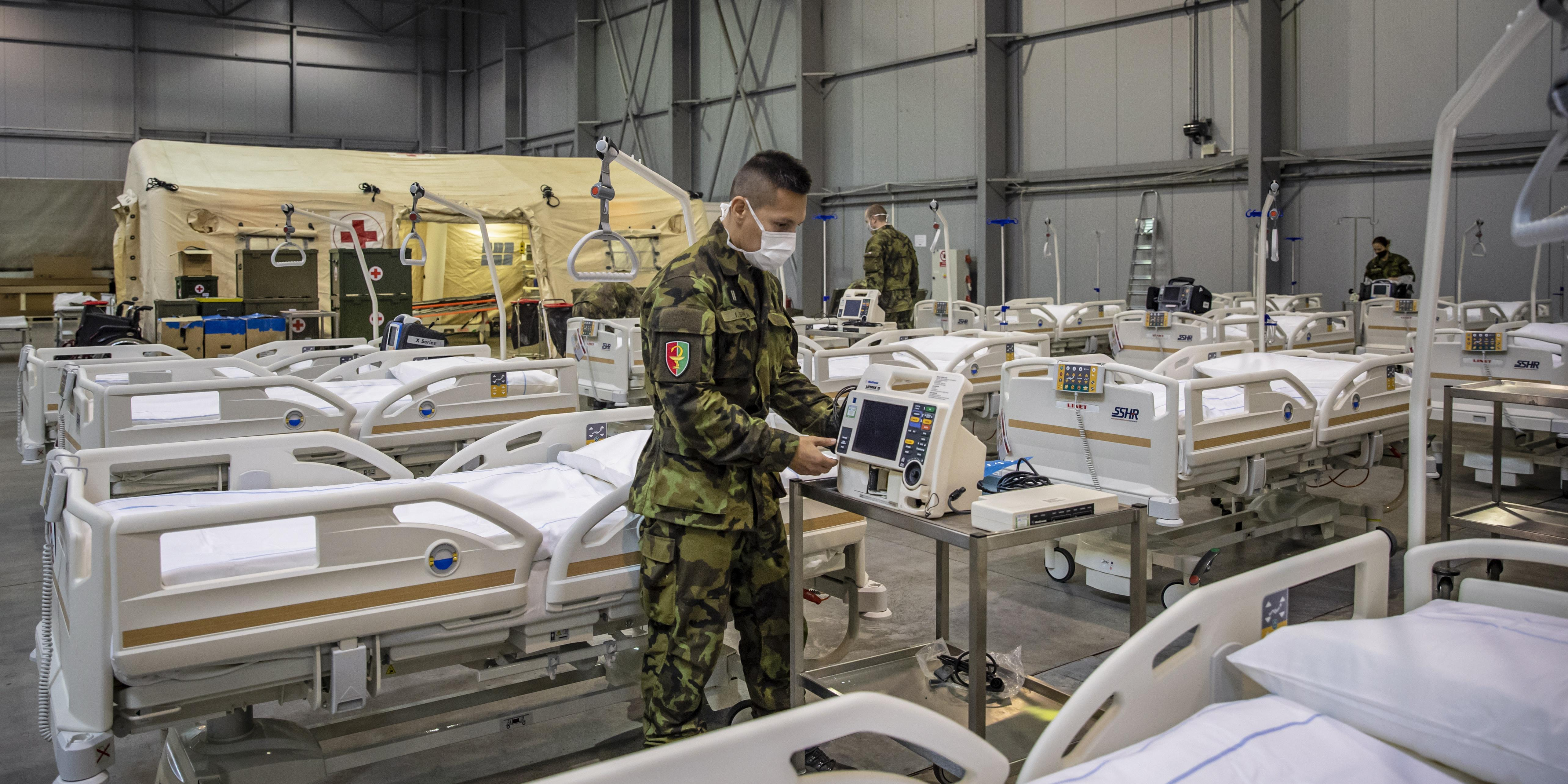 magas vérnyomás a katonai személyzetben hideg vízzel és magas vérnyomással öntött
