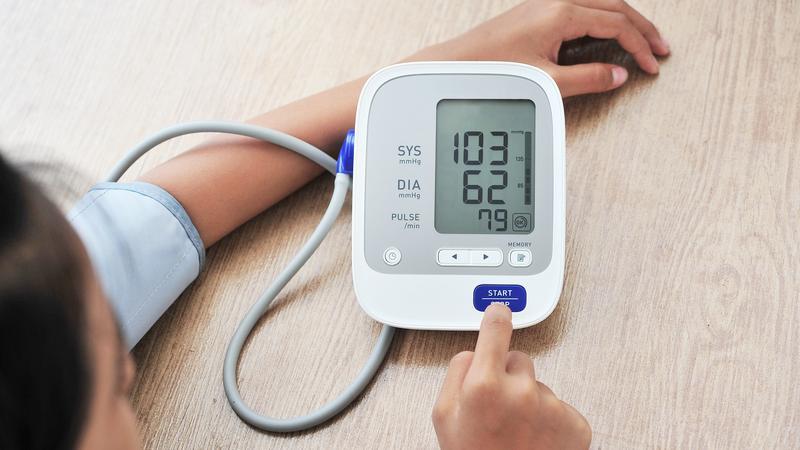 hogyan lehet enyhíteni a magas vérnyomás tüneteit 3 fokos magas vérnyomás és a csoport nincs megadva