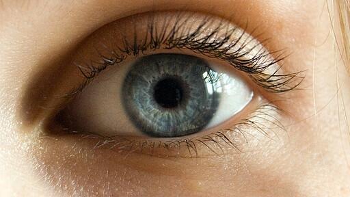 Kék, piros vagy szürke? A szem alatti karikák színe elárulja, mi a baj a szervezeteddel - Kiskegyed