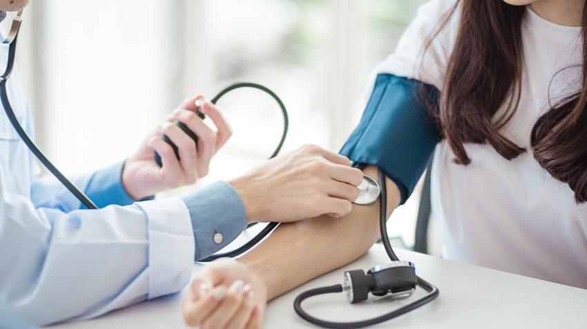 milyen nyomás beszél a magas vérnyomásról ha a vérnyomás hipertóniával csökkent