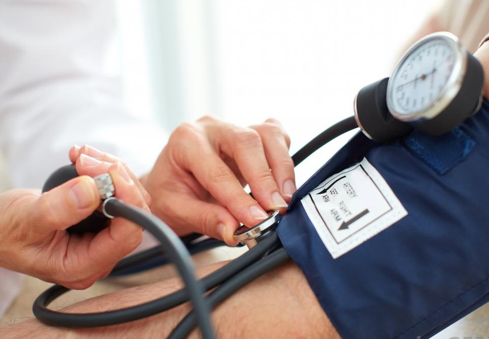 a magas vérnyomás hőhullámainak okai