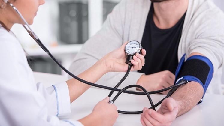A magas vérnyomás és a magas vérnyomás kezelésének módszerei